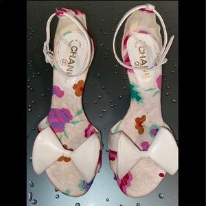 Chanel Leather Canvas Floral CC Logo Heels 35.5